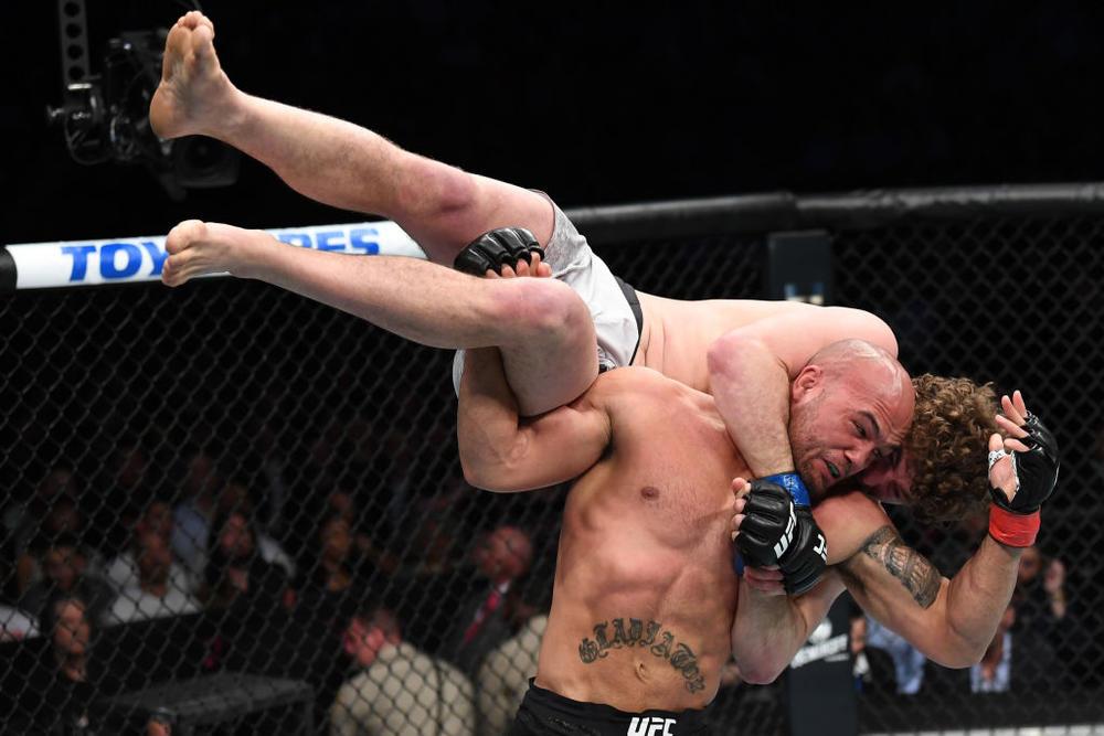 【UFC】アスクレンがローラーをブルドッグチョーク葬「ティルでもマスビダルでも、勝ったやつとやりたい」、ジョーンズが王座防衛「俺が戦えている理由はみんなにある」。ウッドリーに完勝したウスマンがウェルター級王者に「ナイジェリア初の王者になれて最高」。マゴメドシャリポフはスティーブンスを降す=3.3「UFC 235」勝者コメント