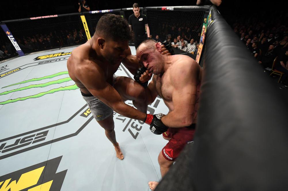 【UFC】アリスターが首相撲ヒザ蹴り&パウンドでオレイニクをKO。中村K太郎は判定負け、ロクサンが接戦制す=UFCロシア勝者コメント