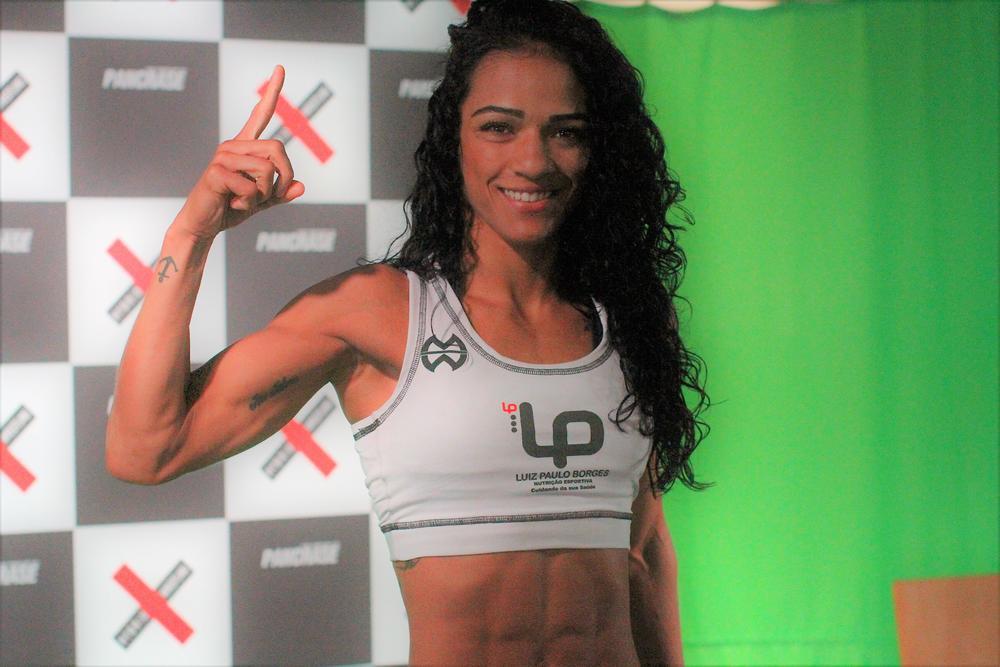 【UFC】パンクラス女王ヴィヴィアニが強烈フックでKO勝ち、2階級上での初陣でビッグインパクト残す