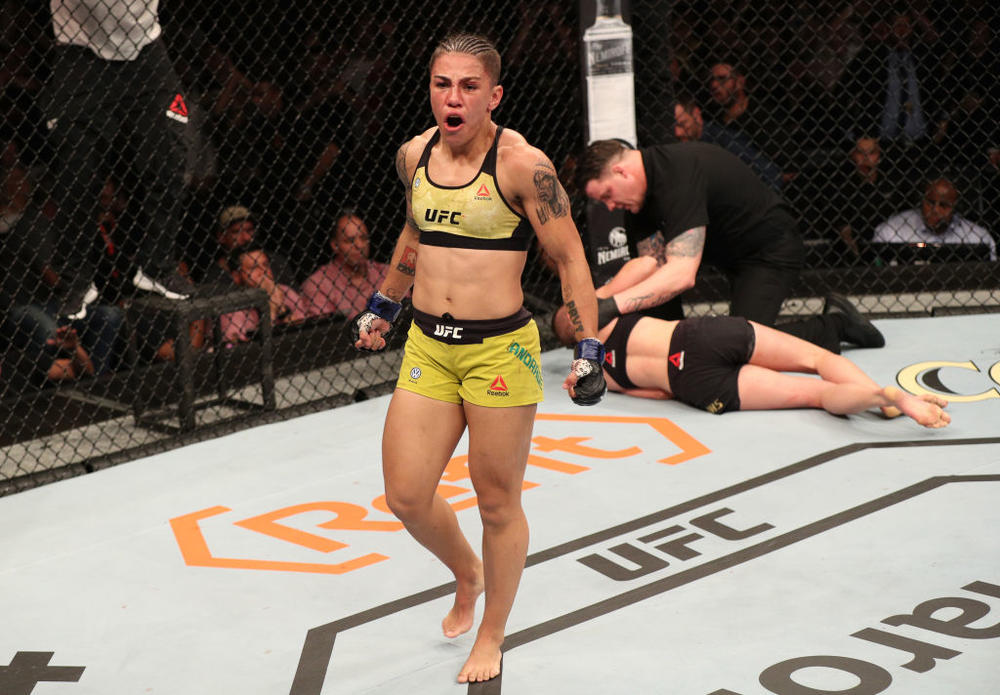 【UFC】新女王ジェシカ・アンドラージが大胆すぎる姿で王者になった喜びを表現