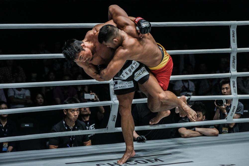 【ONE】43歳・秋山成勲が奮闘も判定負け。復帰戦の松嶋こよみがONE2連勝!平田樹、チャンミンの格闘代理戦争組がフィニッシュ勝利=6.15上海