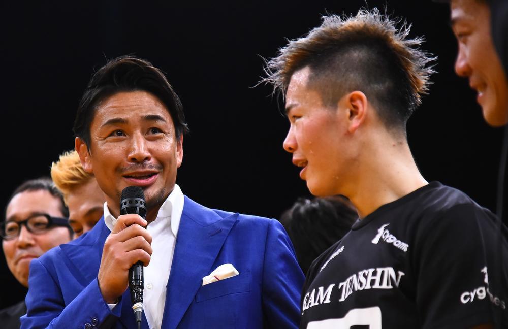 """那須川天心「亀田選手と戦えて本当に良かった」、試合後の魔裟斗との""""初会話""""には満面の笑顔"""