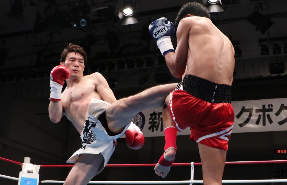 【新日本キック】江幡睦が強烈左ミドルで初回KO勝ち、ついに10月ラジャダムナン王座挑戦が決定!重森陽太はWKBA世界王座を獲得