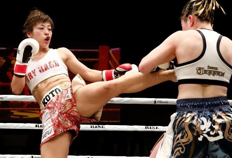 【RISE】女王・紅絹への挑戦狙う平岡琴、女子ボクシング世界王者とのスパーで得意の蹴りにパンチをプラス