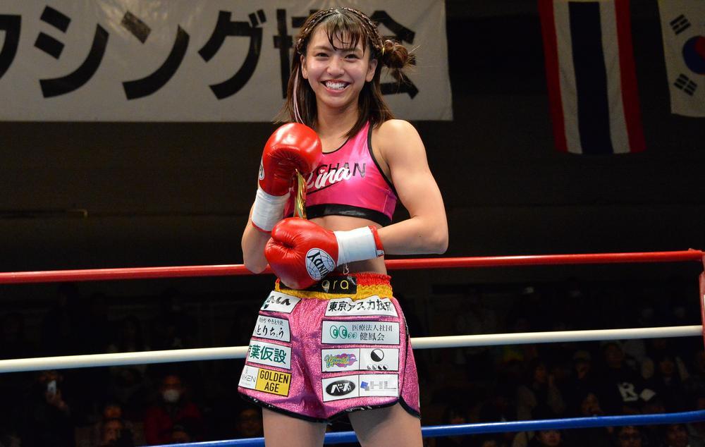【新日本キック】プロ初KO勝ちのぱんちゃん璃奈、ハイキックは「狙っていた」来年はタイトルマッチ目標