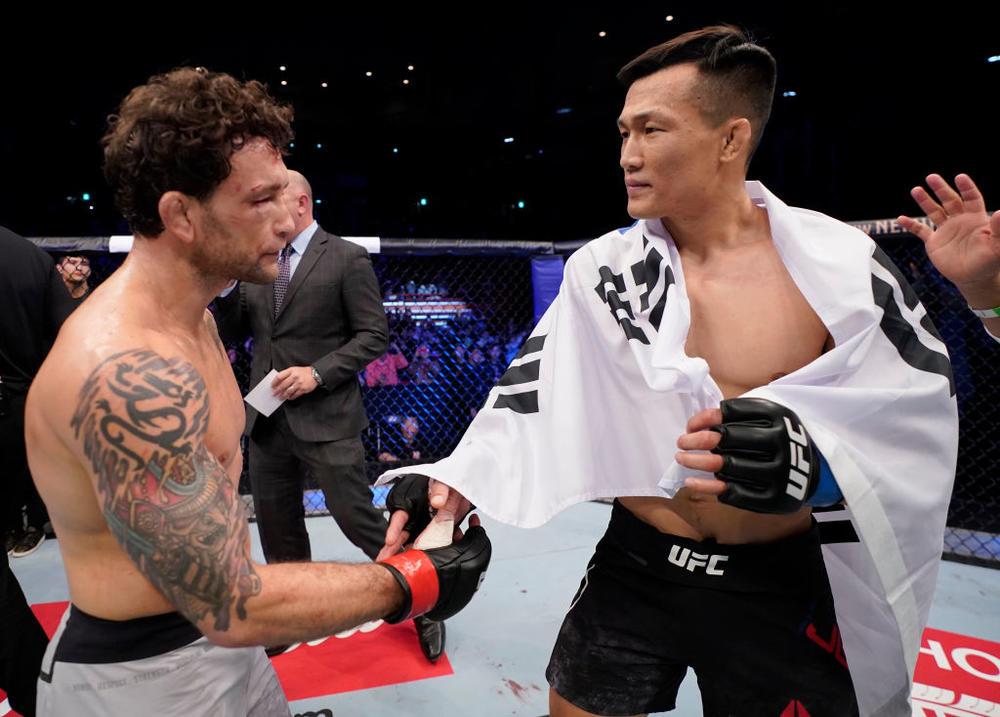 【UFC】チャンソンが緊急出場のエドガーを1R TKO、オズデミアが12連勝ラキッチを止める。ドゥホが新星ジョーデインにTKO負け。HEAT王者ダウンが鮮烈KO勝ち! ギョンホが3連勝=UFC釜山・勝者コメント追加