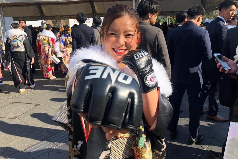【ONE】平田樹が成人式、振り袖姿にオープンフィンガーグローブ着用「魅力のある女性になりたい」