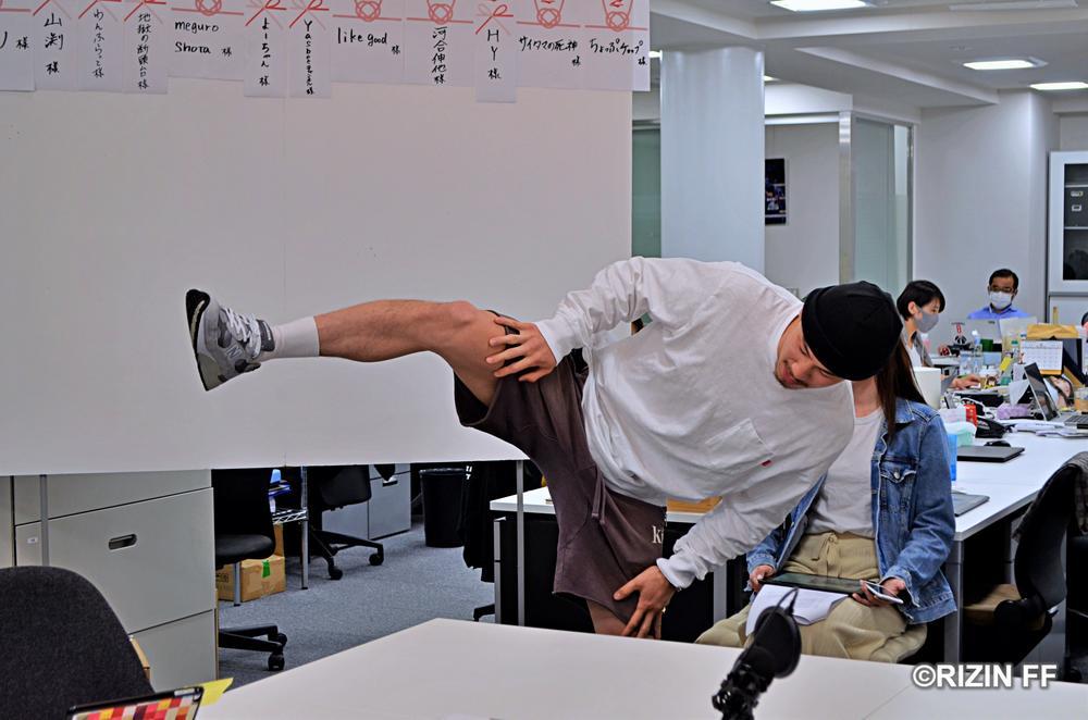 """【RIZIN】グスタボへのリヴェンジ誓う矢地祐介""""自粛トレーニング""""に四股踏みは最適"""