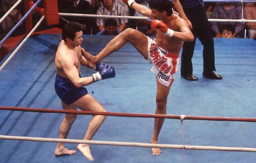 """【1989年7月】強すぎて相手がいなくなり引退、伝説中の伝説""""天を突くヒザ蹴り""""が日本のリングへ"""