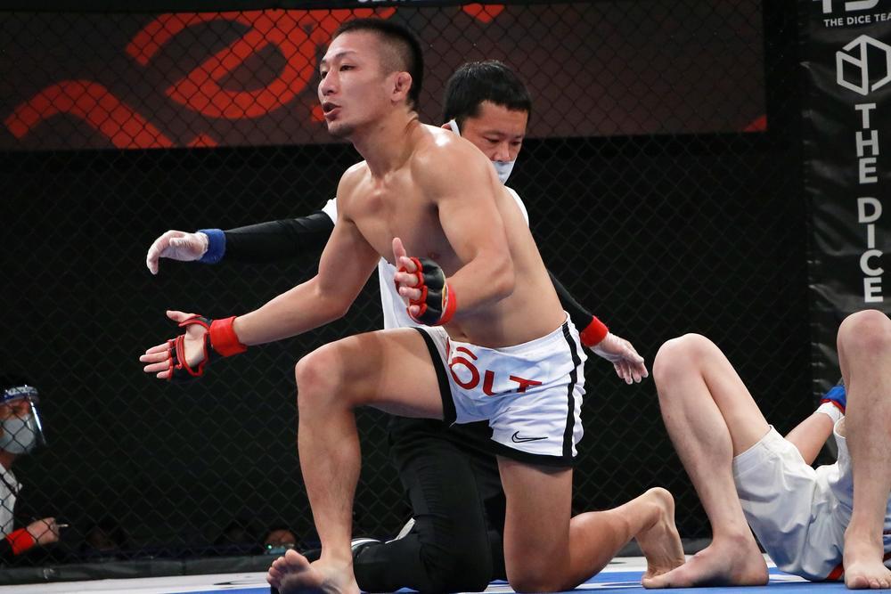 【DEEP】元谷友貴が米山千隼を1R残り1秒で極める! 白川陸斗が復活TKO勝ち 、東修平、神田コウヤが勝利
