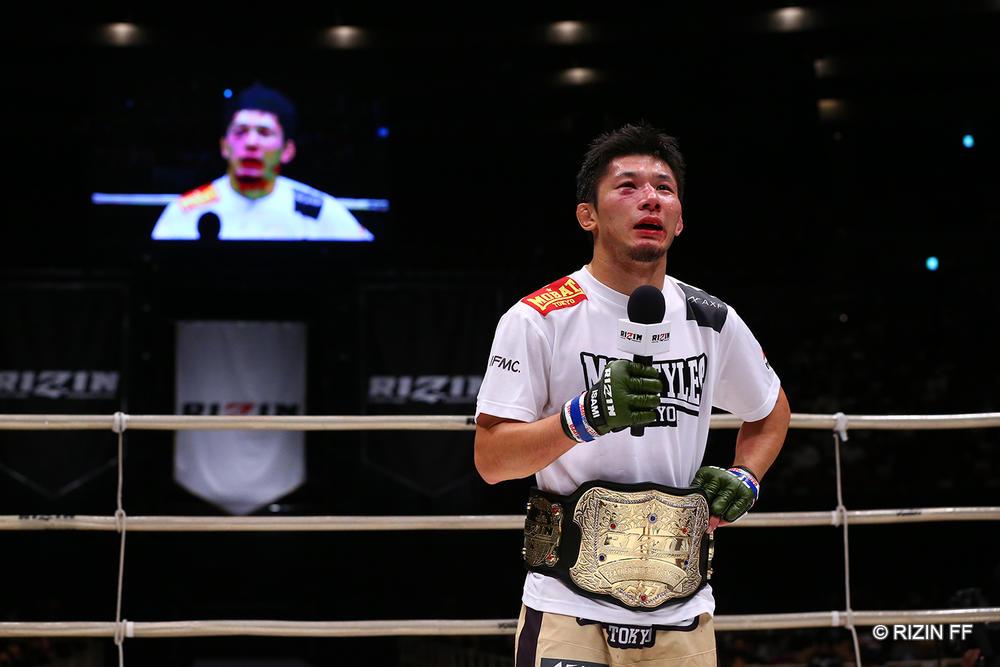 【RIZIN】斎藤裕が朝倉未来に判定勝ちでフェザー級王者に。扇久保が瀧澤に完勝。住村、竿本が競り勝ち。萩原が鮮烈KO勝利