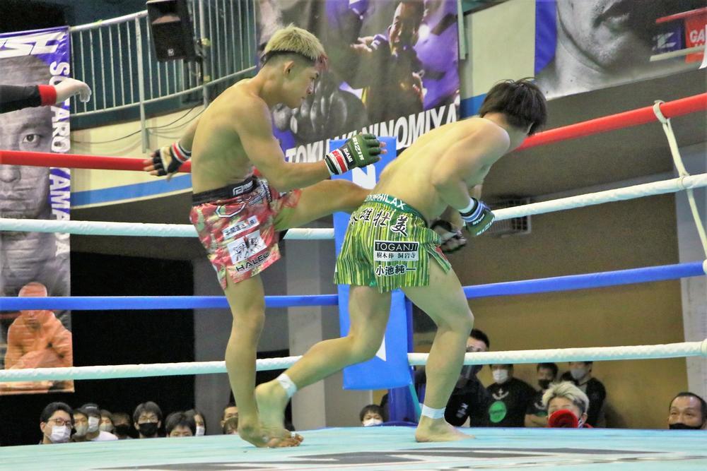 【ZST】伊藤盛一郎が浜本キャットのヒジで出血もダウン奪い1R TKO勝ち! 島村が高須をTKO、木下は浜松下しフェザー級T決勝進出