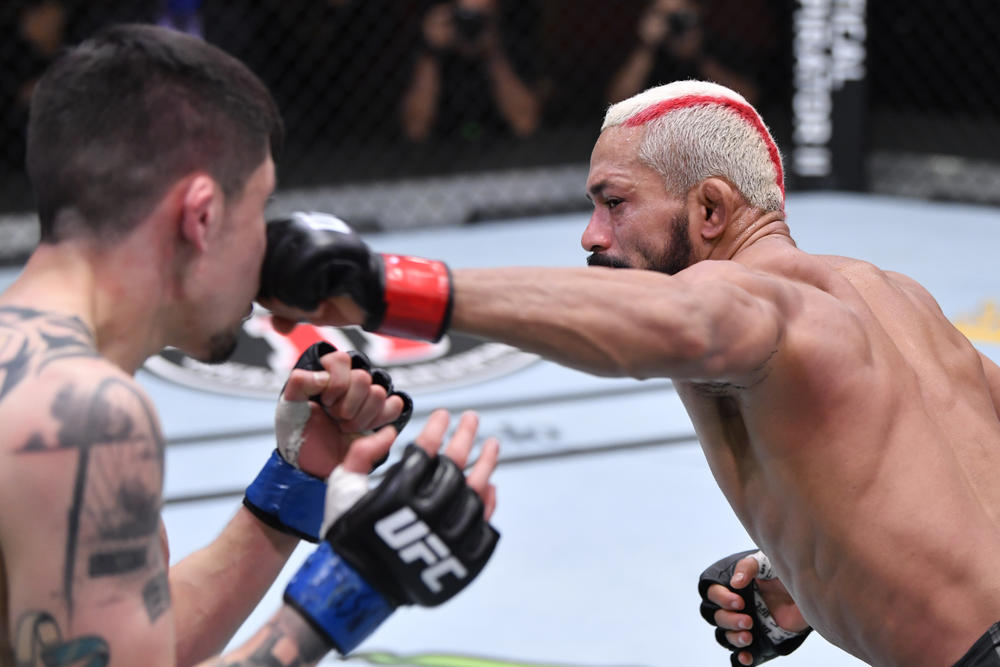 【UFC】3つの王座戦が流れたメインで王者フィゲイレードが挑戦者モレノと死闘の末にドロー防衛、オリヴェイラが元王者ファーガソンに圧勝! ダーンが打撃戦を制して3連勝、ジャカレがガードからの打撃で失神TKO負け、スワンソン&フィジエフが衝撃KO勝利!
