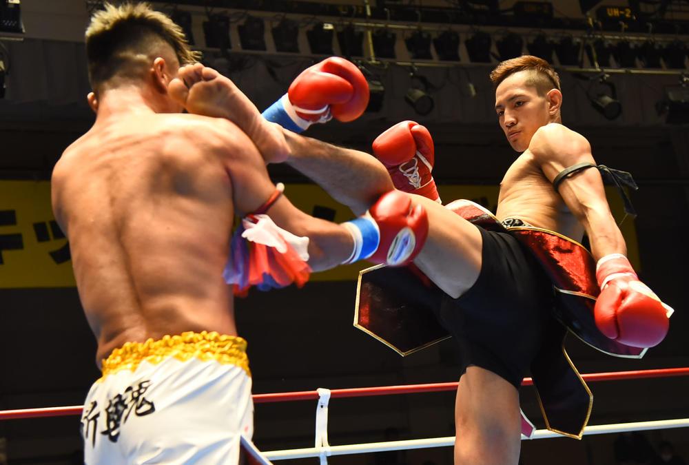 【NKB】高橋亮がハイキックで鮮やかKO勝ち「僕の一番の目標は大晦日の舞台で試合をすること」、sasoriは同門対決で苦闘ドロー