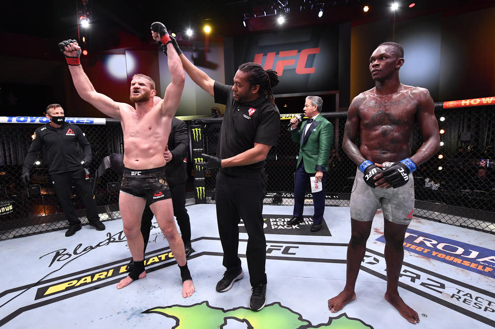 【UFC】3大王座戦! ブラホビッチがアデサニヤの二階級制覇を阻止、ヌネスがアンダーソンを粉砕、ヤンがまさかの反則失格でスターリングが戴冠=『UFC 259』