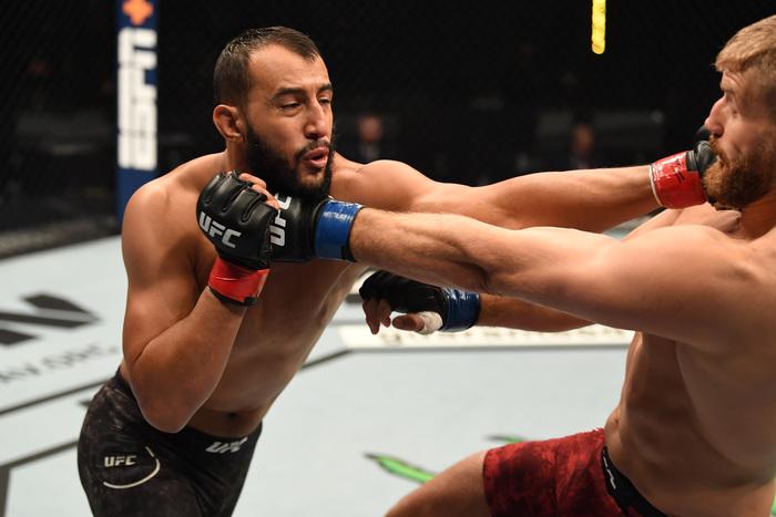 UFC】無敗対決を制しアデサニヤが2度目の王座防衛! ブラホヴィッチが ...
